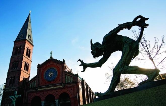 niels-hansen-jacobsen-trold-vejrer-kristenblod-valby-2